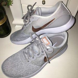 NWOT NIKE Women's Flex Contact Running Shoe